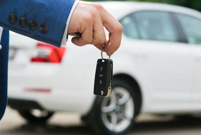 Pesquisa aponta alta de quase 500% na procura de aluguel de veículos