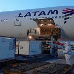 LATAM transporta gratuitamente doses de vacinas contra COVID-19
