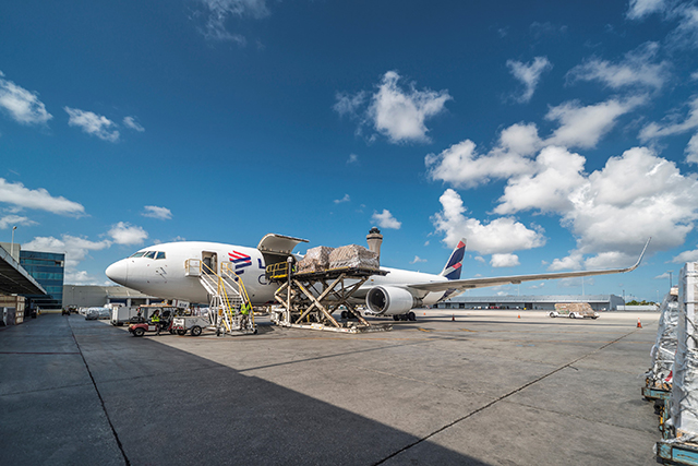 LATAM anuncia conversão de até oito Boeings 767-300 em cargueiros