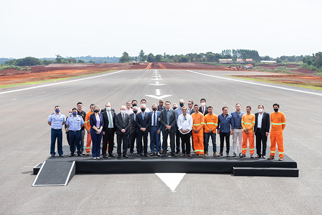 Aeroporto de Foz encerra obras com solenidade