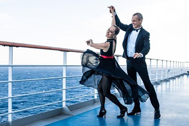 Costa Smeralda, maior navio da temporada brasileira, realiza o Dançando a Bordo