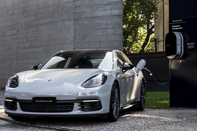 Hilton e Porsche lançam estações de recarga para carros elétricos