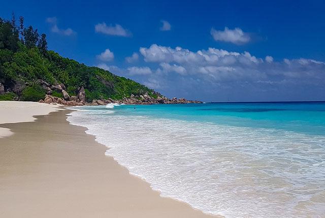 Conheça cinco praias imperdíveis em Seychelles num roteiro de viagem