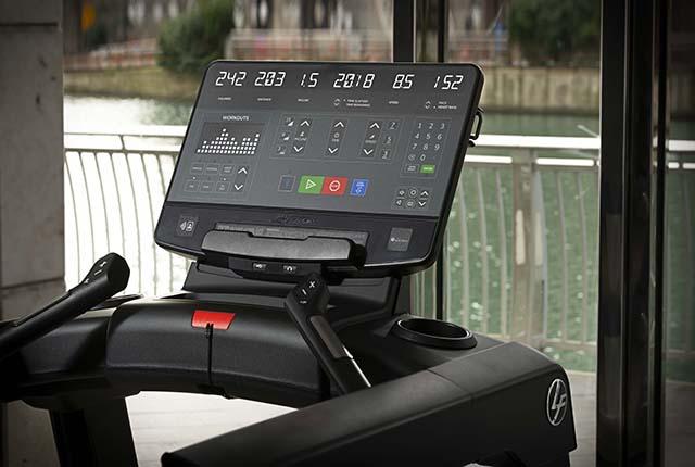 Life Fitness lança Integrity SL, o painel de LED com conexão wearables