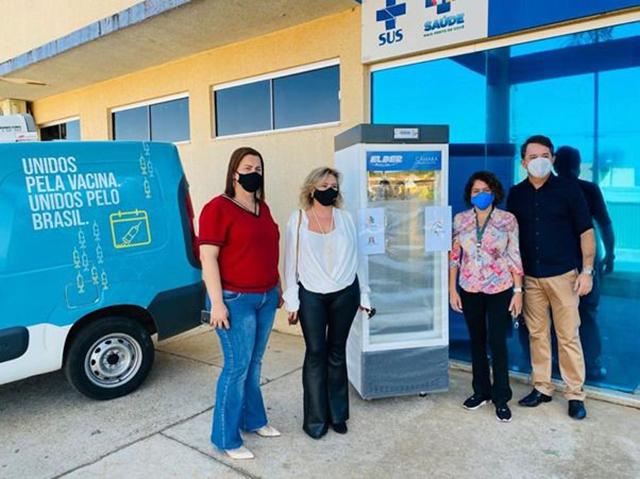 Apoiadora do Unidos Pela Vacina, Aviva entrega refrigerador para Rio Quente