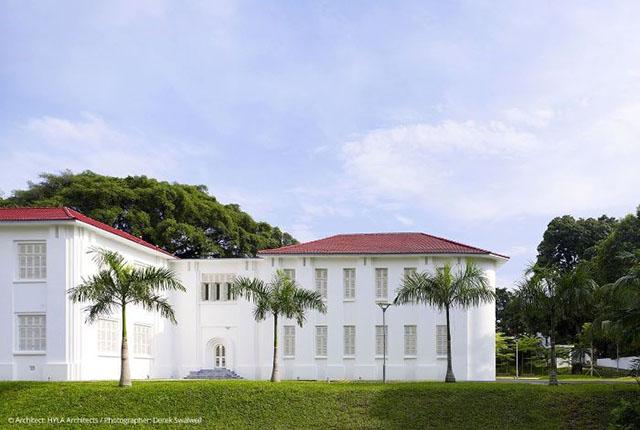 EHL recebe seu primeiro grupo de estudantes no campus de Cingapura