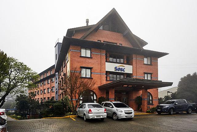 Sesc-RS inicia a venda das hospedagens dos hotéis de Torres e Gramado