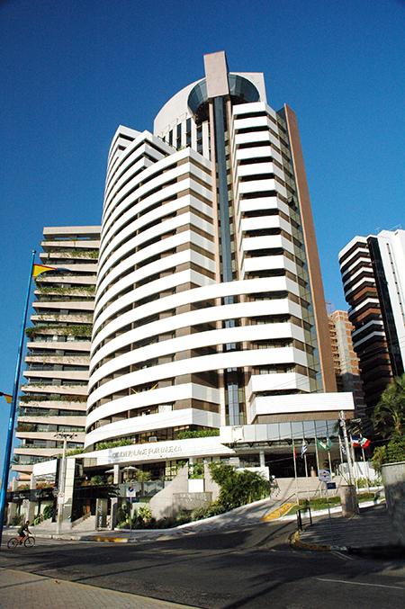 "Blue Tree Towers Fortaleza apoia projeto social ""1 kg = 1 km"""