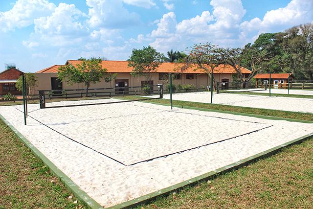 Santa Clara Eco Resort inaugura três quadras de Beach Tennis